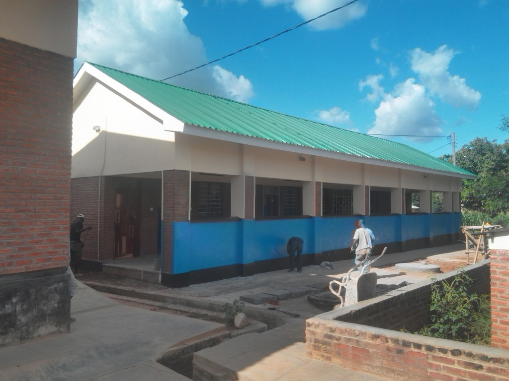 With support from the IZUMI Foundation, Dignitas constructed a new TB / HIV clinic on the grounds of the Balaka District Hospital. The town of Balaka and the surrounding area have among the highest rates of TB in Malawi